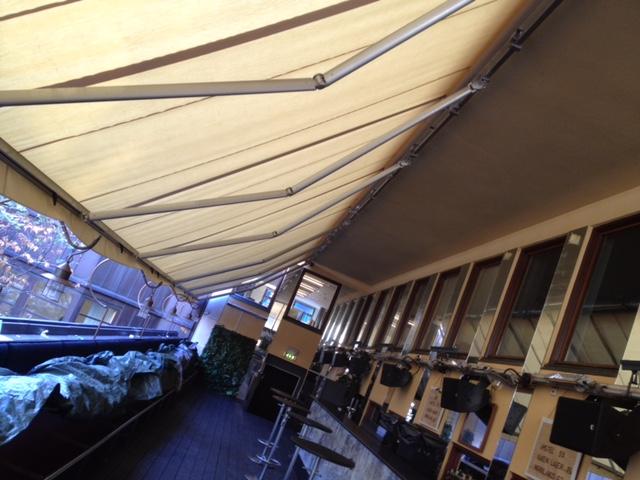 Terrassmarkis i ett stycke 18 meter lång till uteservering på restaurang i Stockholm
