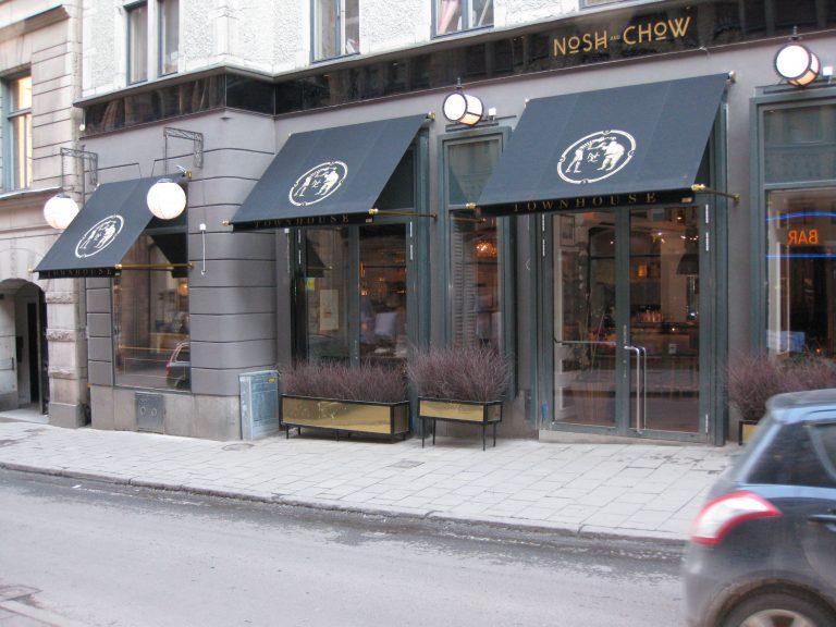 Specialtillverkade markiser med förgyllda detaljer och handmålat tryck, Restaurang Nosh & Chow